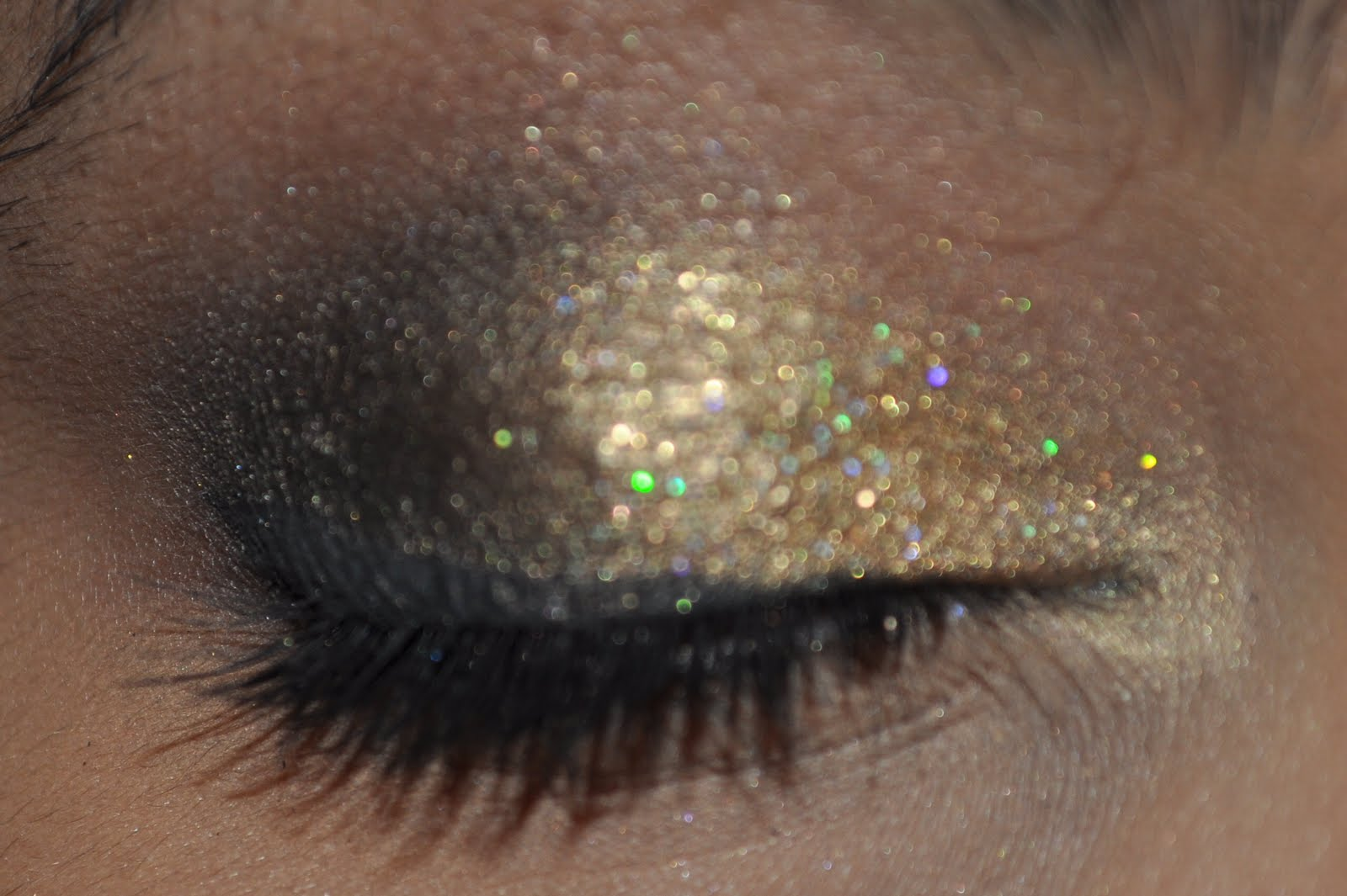 Gold Glitter New Years Smokey eyes